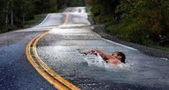 90995-nadar-a-contracorriente-carretera